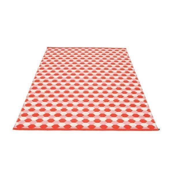 Pappelina Dana Matto Coral Red / Piglet 180x275 Cm
